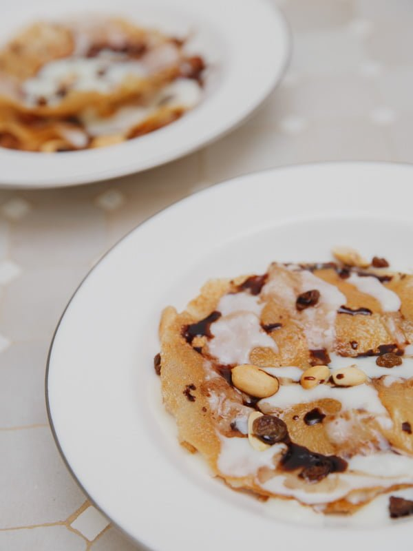 Moroccan Breakfast Muesli with Yoghurt and Fruit